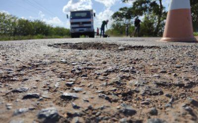 Ação conjunta entre Governo do Estado e Prefeitura de Cardeal da Silva requalifica rodovia estadual nesta terça-feira (13)